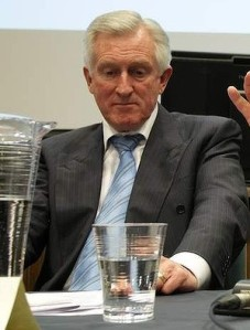 Hewson, amidst a tense staring contest. Hewson leads 3-2. Source: Sydney Morning Herald